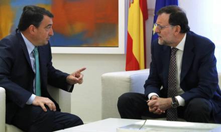 El abrazo de Rajoy con el PNV: ¿Un mal menor o un mal mayor?