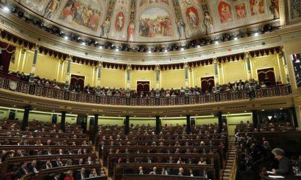 El Congreso aprueba las actividades privadas de diputados con el no del PSOE