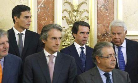 Felipe González 'hace la cobra' a Iglesias en el Congreso mientras Aznar y Sánchez se evitan en la tribuna