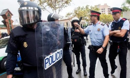 Golpe de autoridad: ya hay Mossos detenidos e identificados por no actuar contra el 1-O