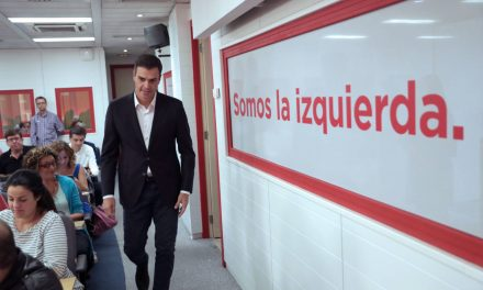 Sánchez critica las cargas policiales y llama al diálogo ante una unidad del país «en riesgo»