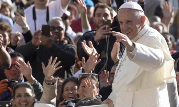 """Francisco monarca absoluto. Los tejemanejes del nuevo """"Padre nuestro"""" italiano"""