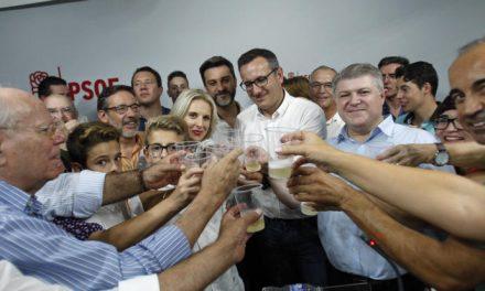 Conesa gana las primarias del PSOE: «Se han roto cadenas de 25 años»