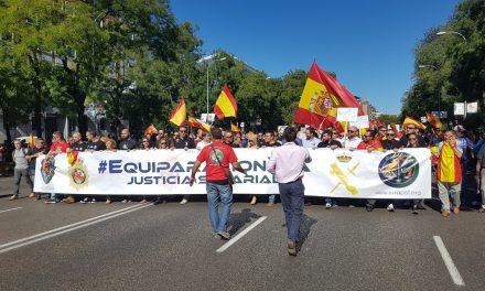 Miles de policías y guardias civiles claman en Madrid por un salario como el de los Mossos