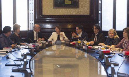 Forcadell elude dirigir la palabra a los miembros de la oposición