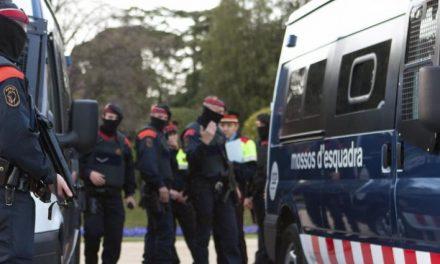 Interior deniega el permiso para la entrega de 800 fusiles a los Mossos