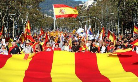 Cientos de miles de personas marchan para respaldar el 155