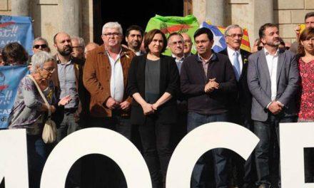"Ada Colau acusa a la juez de actuar por ""venganza"" contra el Govern de Puigdemont"