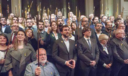 Puigdemont carga contra la UE arropado por 200 alcaldes en Bruselas
