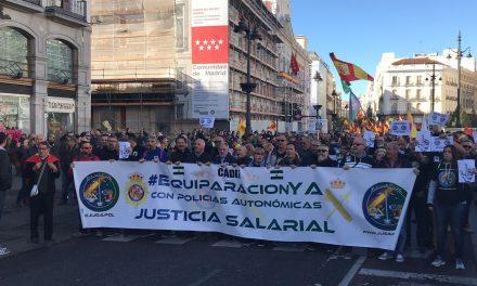 Tirón de orejas de Pérez-Reverte al Gobierno por la equiparación salarial