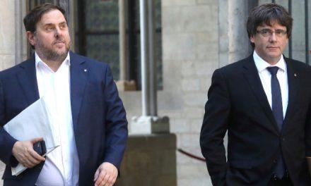 Puigdemont y Junqueras presentan sus credenciales como diputados; Carles Mundó deja la política