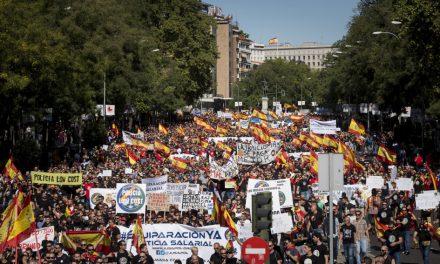 Miles de policías y guardias civiles se manifiestan en Barcelona reclamando la equiparación salarial con los Mossos y la Ertzaintza