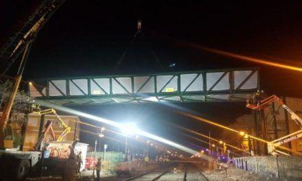 Santiago El Mayor amanece con la pasarela sobre las vías