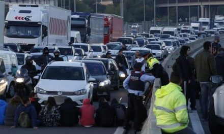 La amenaza de una multa de 100.000 euros a los sindicatos frena otra huelga general en Cataluña