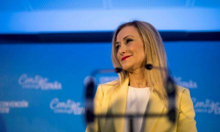 Cristina Cifuentes reaparece para difundir un bulo sobre Carmen Montón