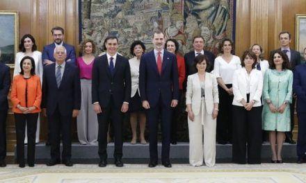 Los españoles confían más en el Gobierno de Sánchez que en el de Rajoy