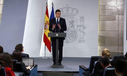 Sánchez tranquiliza a los militares: Ni sobra Defensa ni habrá tijera