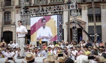 Rivera rechaza las acusaciones de «nacionalismo» español y abraza el «patriotismo»