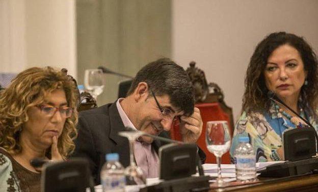 La salida de Aznar y Gómez del Ejecutivo reabre la crisis en el Partido Socialista