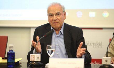 Alfonso Guerra esgrime el viernes en Alicante sus argumentos en defensa de la Constitución