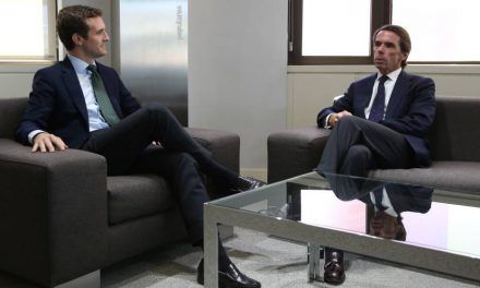 Casado invita a Aznar a sumarse a su proyecto: «La experiencia es un grado»