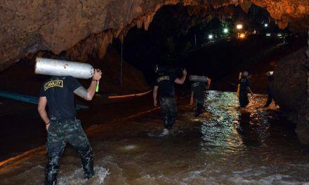 Muere un buzo al quedarse sin oxígeno durante el rescate de los niños en la cueva de Tailandia