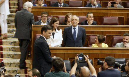 """Lo que ofrece Pedro Sánchez a sus socios para que """"aflojen"""" con la monarquía"""