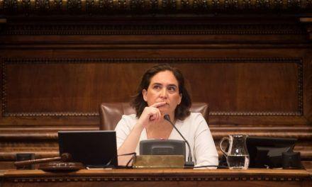 La oposición reprueba a una Colau ausente por el incivismo y la inseguridad