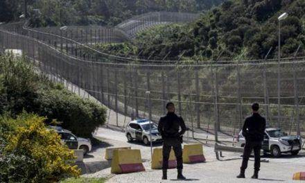 Siete guardias heridos en un nuevo salto violento de 116 inmigrantes a la valla de Ceuta