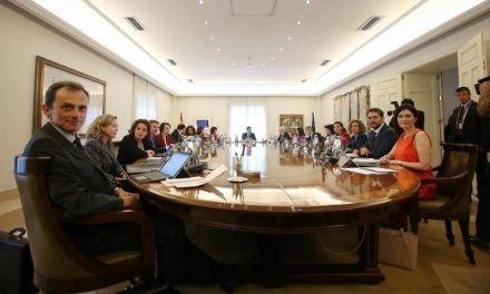 "Sánchez se lleva a sus ministros al ""rancho de Aznar"""