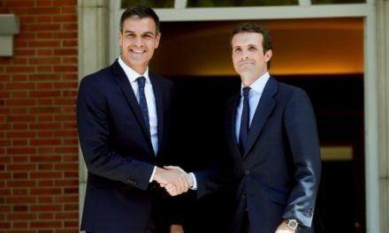 Cerca de tres horas de reunión entre Sánchez y Casado en La Moncloa