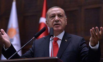 Estalla crisis Turquía: EEUU aumenta aranceles, la lira se derrumba y Erdogan pide ayuda «a Dios»