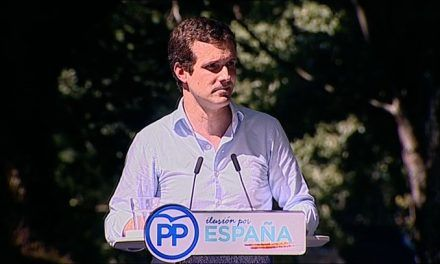 Casado tiende puentes con Rajoy y le ofrece un despacho en Génova