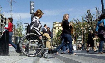 Las comunidades autónomas blindan por ley la atención a las personas con discapacidad ante futuros recortes
