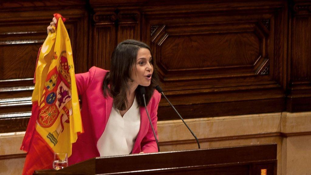Arrimadas a Torra: «Ni usted ni nadie va a hacer desaparecer esta bandera de Cataluña»