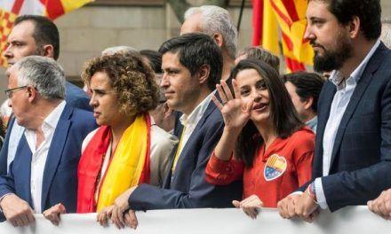 PP y Ciudadanos encabezan la marcha por la unidad de España en Barcelona: «Separatistas, fuera de mi vista»