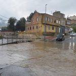 La cola de 'Leslie' deja muros y árboles caídos, vías cortadas y mucha agua en la Región
