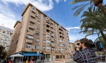 Una mujer se arroja al vacío con su hijo de cuatro años en brazos en Murcia