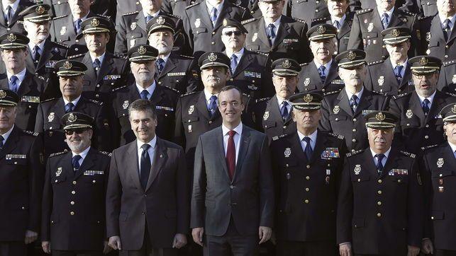 Las maniobras de la policía política acechan a la cúpula de Interior de Rajoy