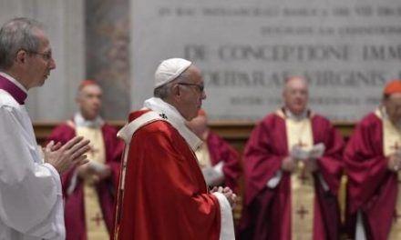 Francisco, a los cardenales: «El secreto de la vida es vivir para servir»