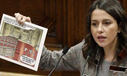 Arrimadas exhibe en el Parlament una viñeta de Nieto, dibujante de ABC