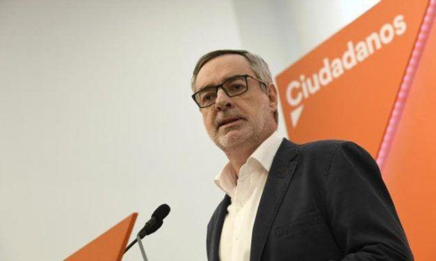 Ciudadanos rebaja sus líneas rojas en Andalucía: ya no descarta que Juanma Moreno presida la Junta