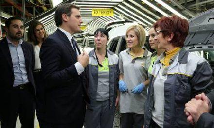 Albert Rivera anuncia en la planta zaragozana de Opel que votará en contra del 'dieselazo' y de la política fiscal
