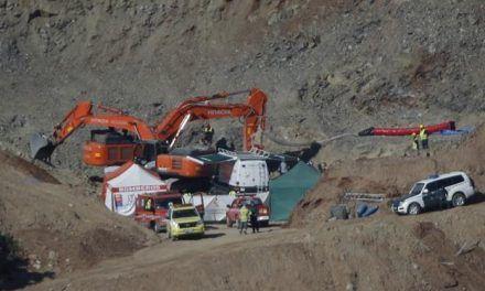 Comienza el operativo de descenso al pozo para llegar hasta Julen