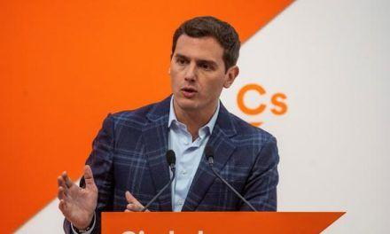 CIS: El PSOE dobla en votos al PP, al que superan Podemos y Ciudadanos