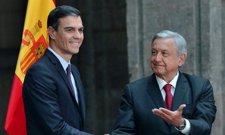 Pedro Sánchez regaló a AMLO acta de nacimiento de su abuelo