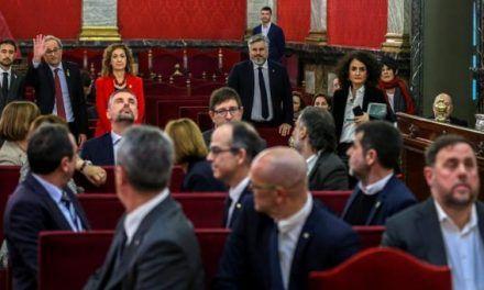 """Primer día de juicio al 'procés': del pavoneo de la ultraderecha a la denuncia de una """"causa política"""""""