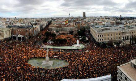 El Gobierno confía en el vértigo del independentismo tras la manifestación para salvar aún los Presupuestos