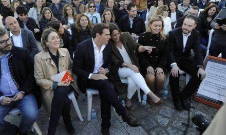 Casado acepta la propuesta de Rivera de un Gobierno de coalición