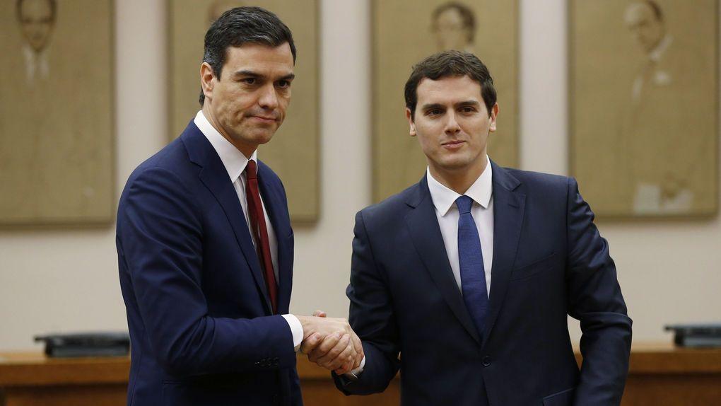 Iglesias asegura que los poderes económicos presionarán para que PSOE y Cs pacten